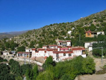 Cholung monastery. The cave where Lama Tsong Khapa stayed is the orange building the upper right.