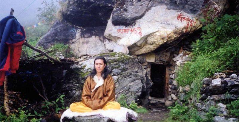 09_meditating_lapchi_lower_cave