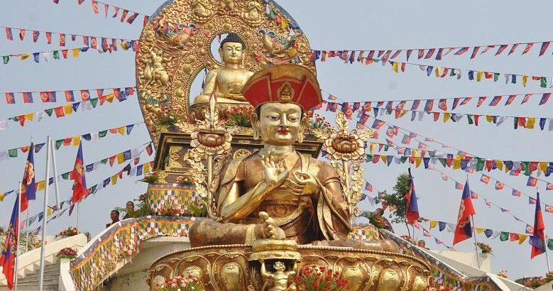 Tôn tượng Đức Pháp Vương đời thứ IV - Gyalwang Drukpa Kunkhyen Pema Karpo tại tự viện Drukp Amitabha Moutain, Nepal
